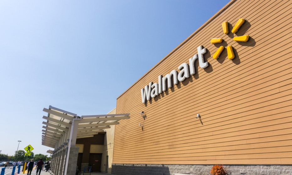 YouTube star pretends to be Walmart CEO – makes staff cry