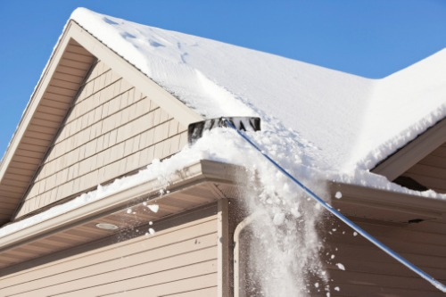 Quebec brokers urged to warn homeowner clients of snow-induced roof collapses