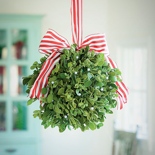FAR OUT FRIDAY: Mistletoe drone crashes into woman's face