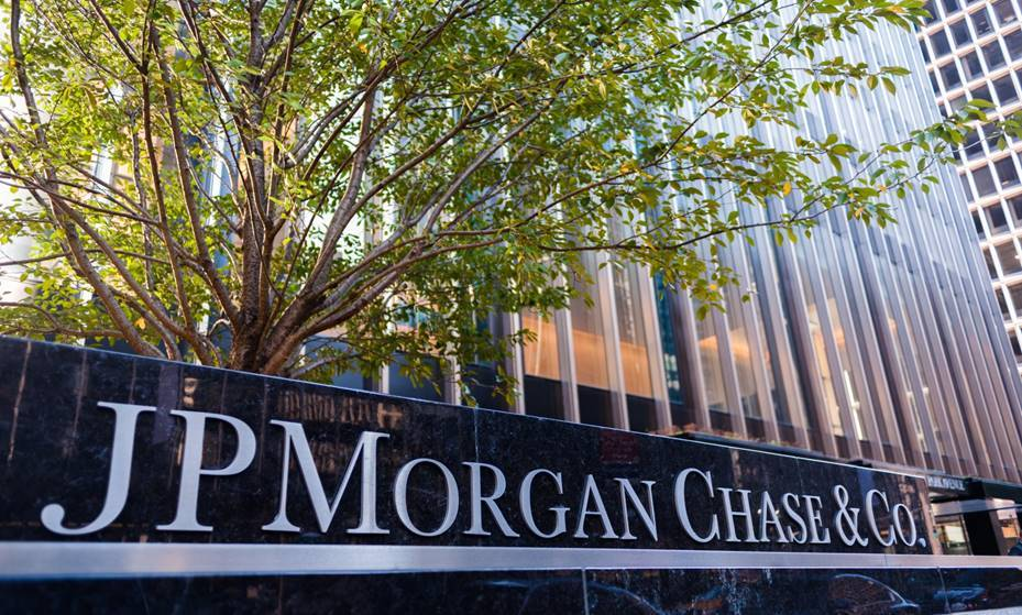 JP Morgan CEO defends minimum wage