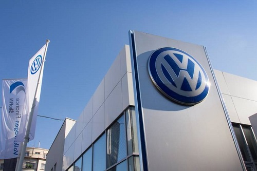 Volkswagen recalls more than 100,000 cars over rollaway risk