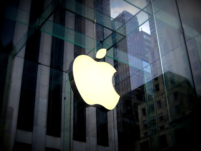Apple launches into cyber insurance with Cisco