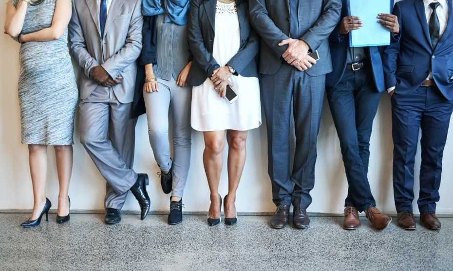 Should HR ban workplace dress codes?