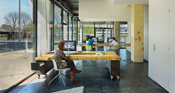 Disappearing desks the key to productivity?