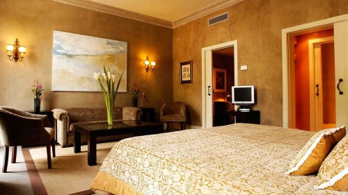 Hotel stocks retreat in September