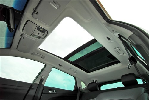 Exploding sunroof complaints rise in Canada
