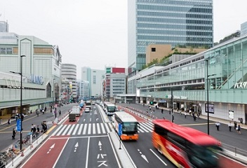 "Japan's self-driving passenger bus ""speeding"" towards the future … at 10km/h"