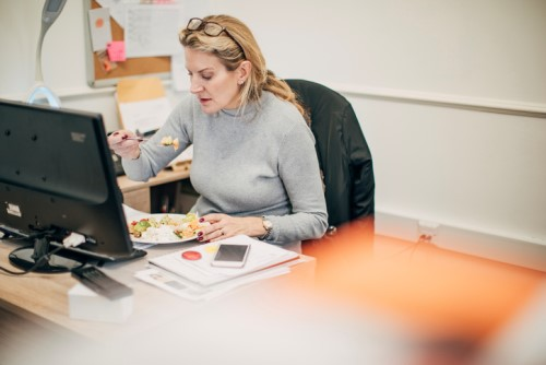 What do lunch break activities say about Canadian office workers?