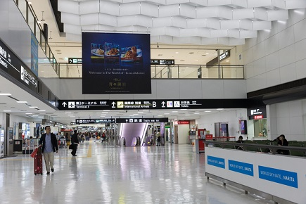 Robot sells travel insurance at Japan's main airport