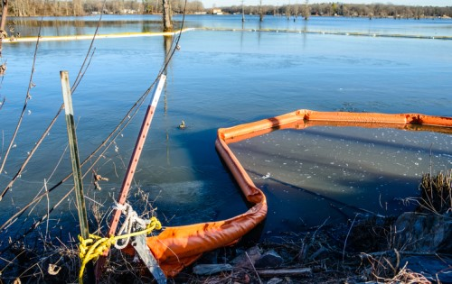 Dealing with insurers could help recover oil spill clean-up bill – expert