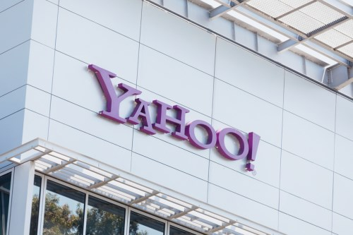 Insurer sued by Yahoo hits back