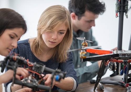 School's cutting-edge drone course takes off