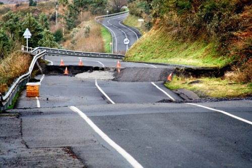 Quake-hit highway deemed an insurance no-go zone