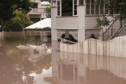 Experts hit out at government handling of flood costs