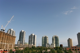 Condos perform better than houses in Toronto