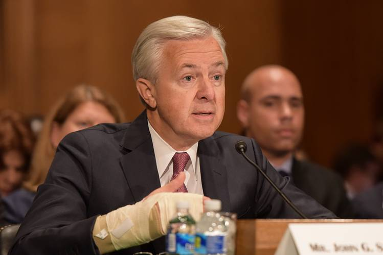 Wells Fargo CEO steps down