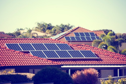 Solar panels add heat to home prices for green-conscious buyers