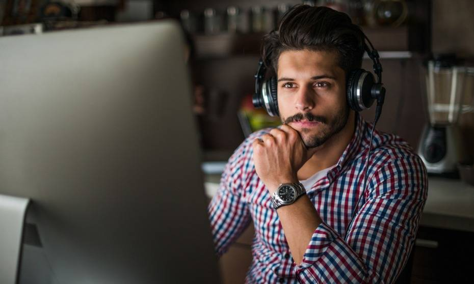Should headphones be banned at work?